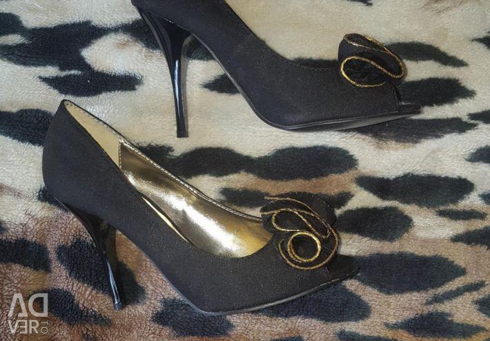 Pantofi noi de 35 de dimensiuni
