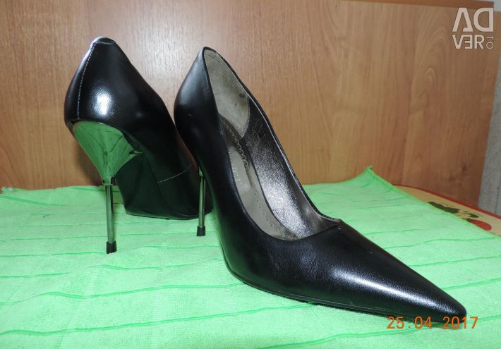 Leather women's shoes