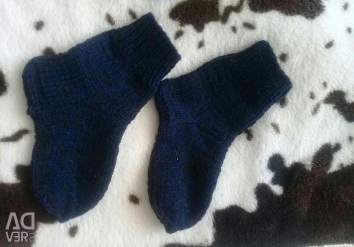 Тапочки и носки детские , ручной вязки