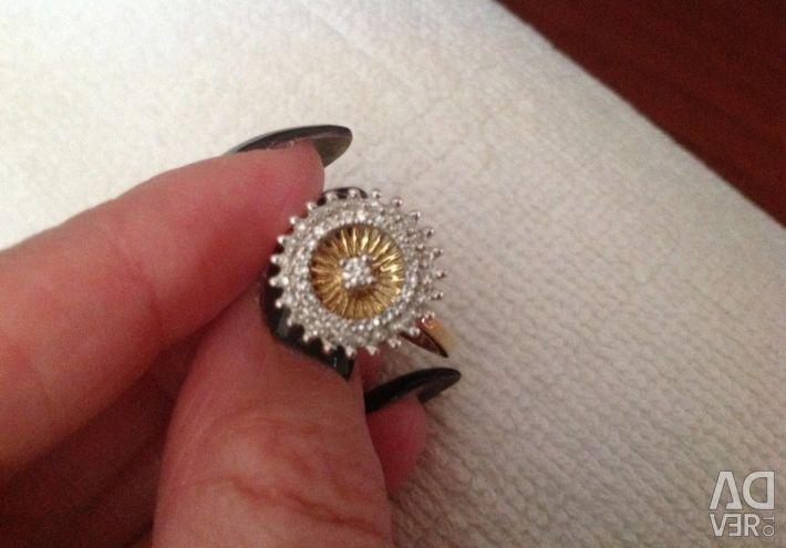 Το δαχτυλίδι είναι νέο, από κίτρινο χρυσό, λουλούδι.