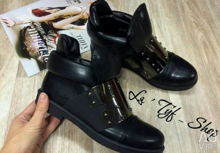 Sell ​​new autumn eco-leather boots