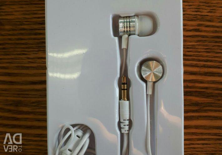 Τα ακουστικά είναι καινούργια. 150γ.