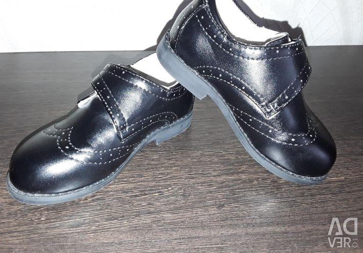 Πωλούν νέα παπούτσια