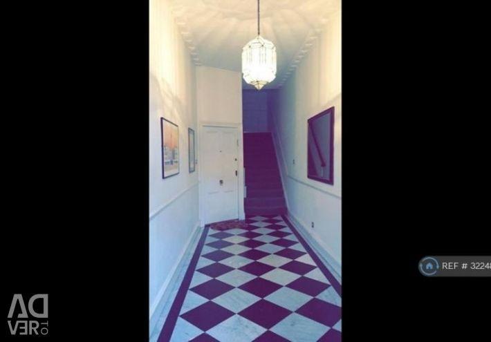 Studio flat in Montagu Square, London, W1H