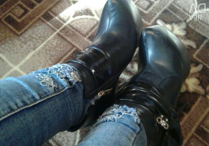 ?Beautiful Ankle Boots
