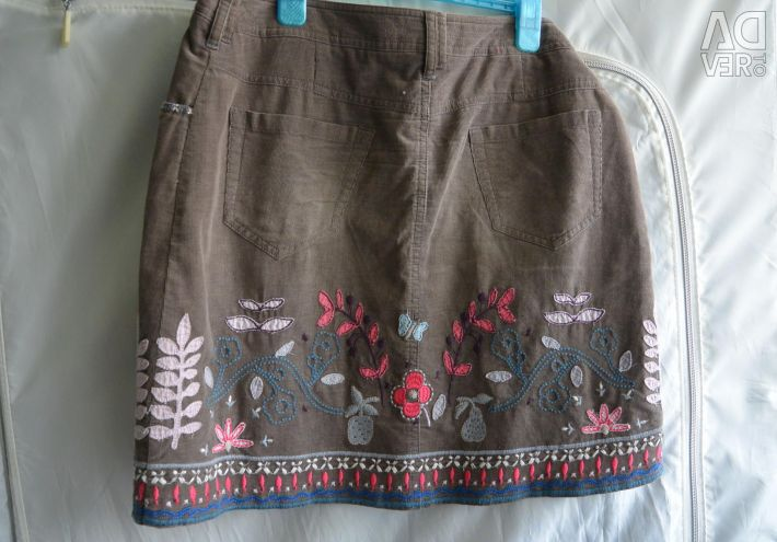 Skirt made of micro-velvet with embroidery