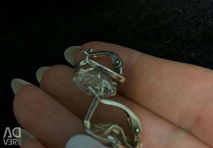 Σκουλαρίκια με στρας.