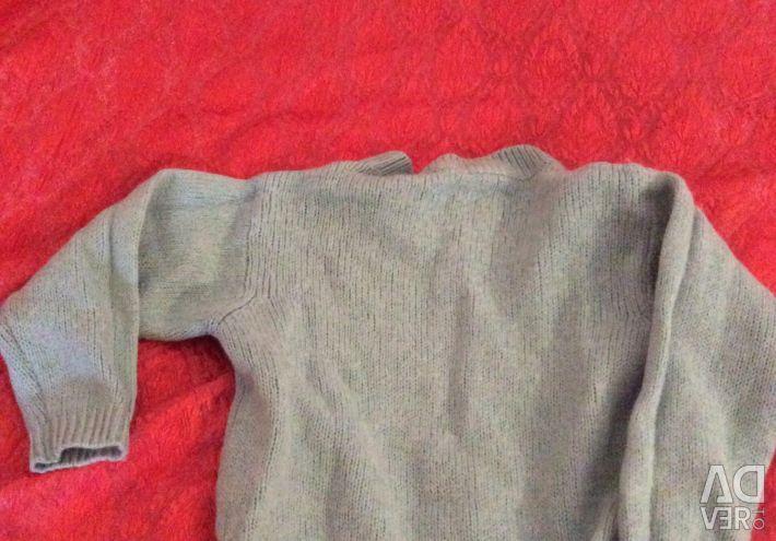Pulover. Spate lungime 42 cm