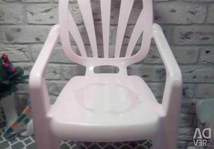 The chair is children's, pupae