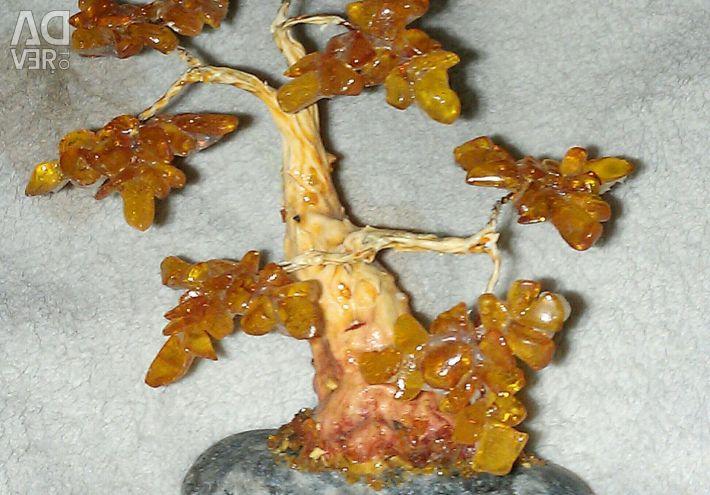 Дерево из натурального янтаря.