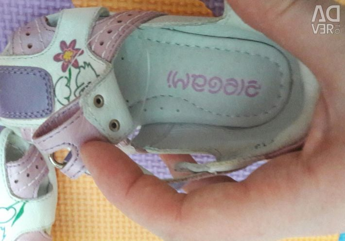 Sandale noi din piele
