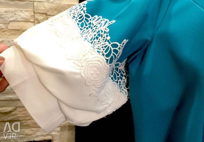 Dress with lantern sleeves