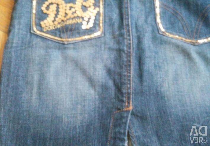 Selling a denim skirt D & G