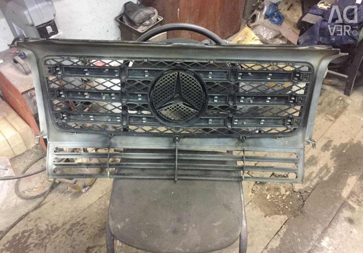 Grila radiatorului Mercedes W463 folosit, originalul.