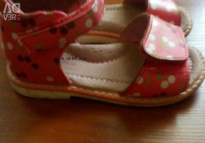 Sandale p 22
