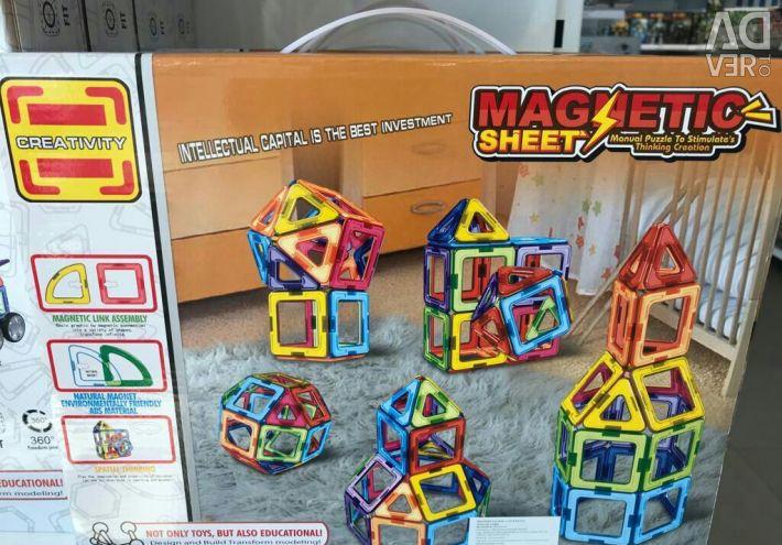 Магнитный конструктор 46 деталей.