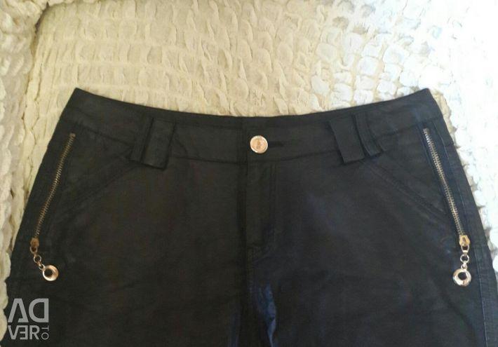 Pantaloni scurți din piele ecologică pentru femei