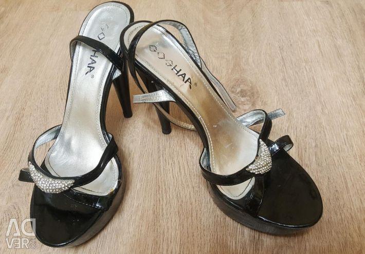 Sandale. 38P.