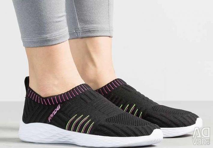 Кросівки літні нові, дуже легкі