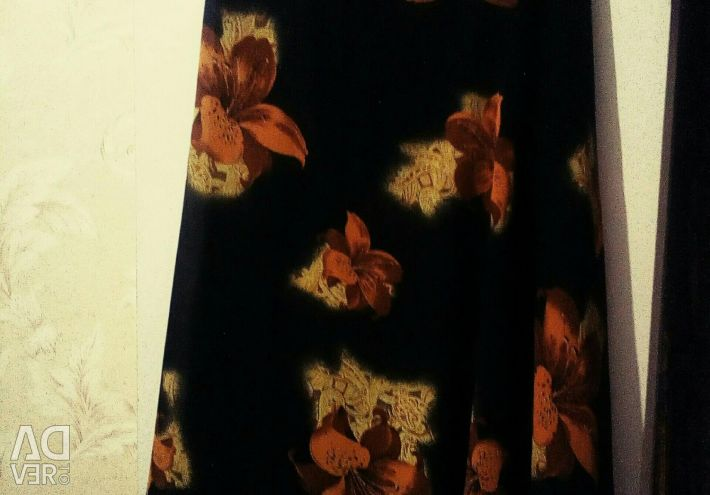 Skirt, bright, black with flowers. (46-48size)