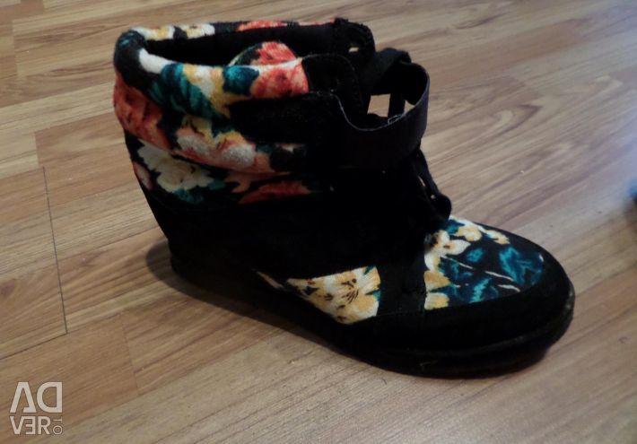 Αθλητικά παπούτσια σε σφήνα 40 r.