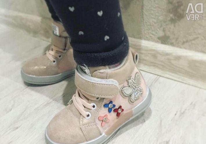 Demi boots 22p