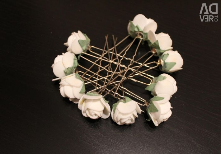 Hairpins with white flowers