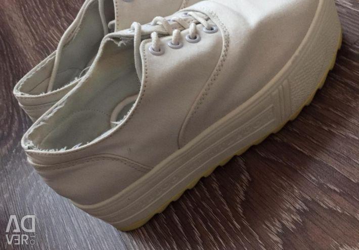 Sneakers p.36