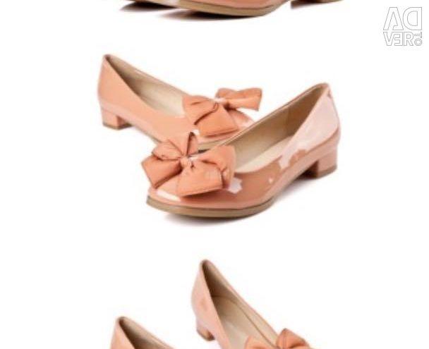 Pantofi lăcuți cu arcul