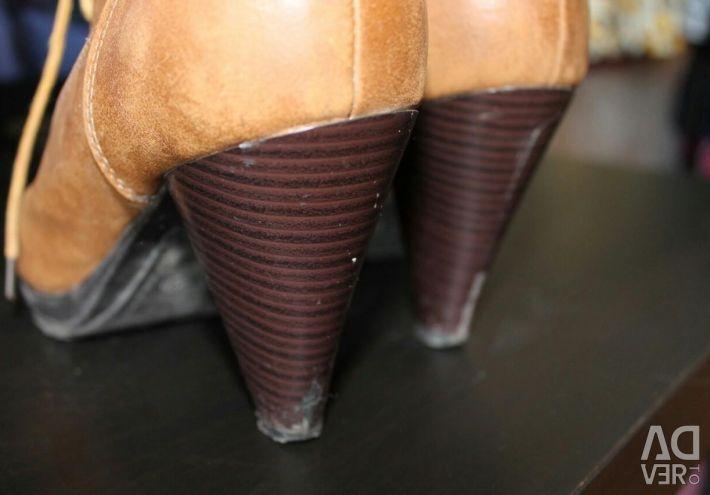 Demi-season boots of Incity