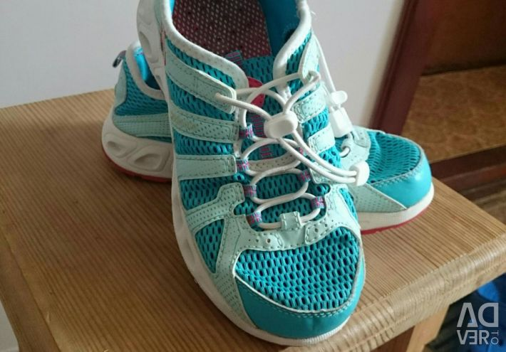 Columbia sneakers for the girl