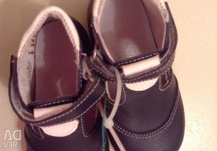 Natura pantofilor ortopedice noi. Piele.