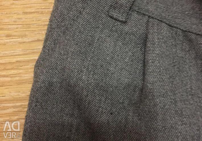 Pantalonii sunt noi