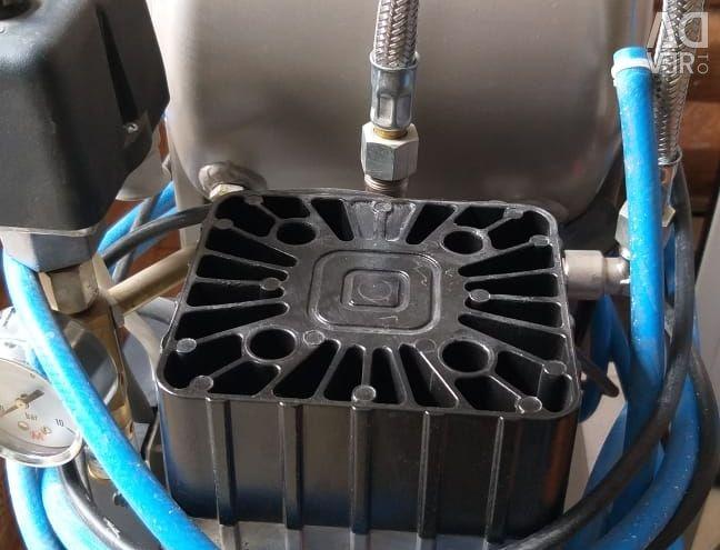 Χρησιμοποιείται συμπιεστής χωρίς λάδι EKOM DK50 S