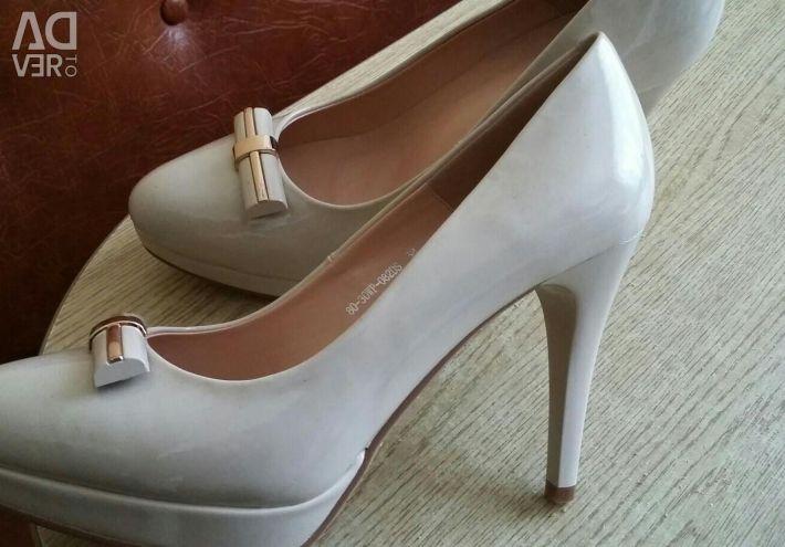 Παπούτσια νέα δερμάτινη λάκα.