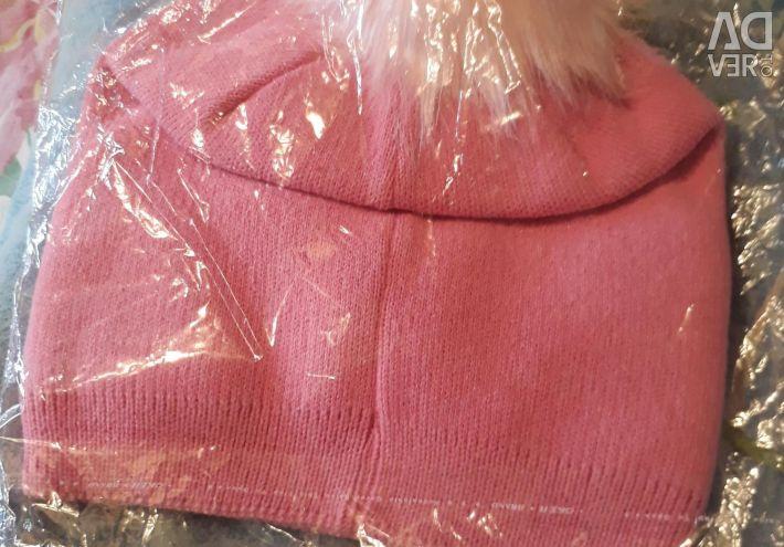Ροζ καπέλο των νέων γυναικών
