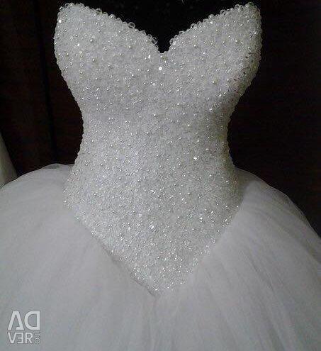 Luxurious new wedding dress