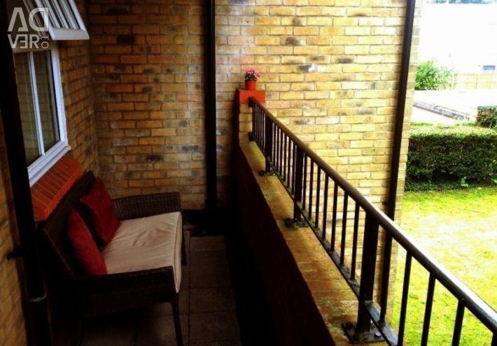 [Short Term] Modern Furnished 2 Bedroom 2 bathroom Flat in Woking Town inc Bills + 22 min to London