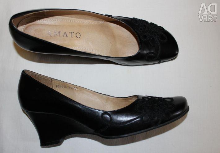 Pantofi negri noi