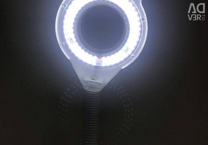 Lupa cu lampa