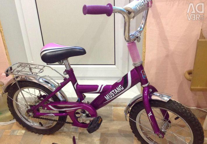 Bike 3-8l Mustatng with side wheels
