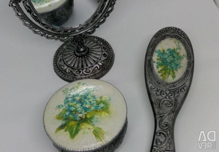 Pieptene decupajul caschetei oglinzii