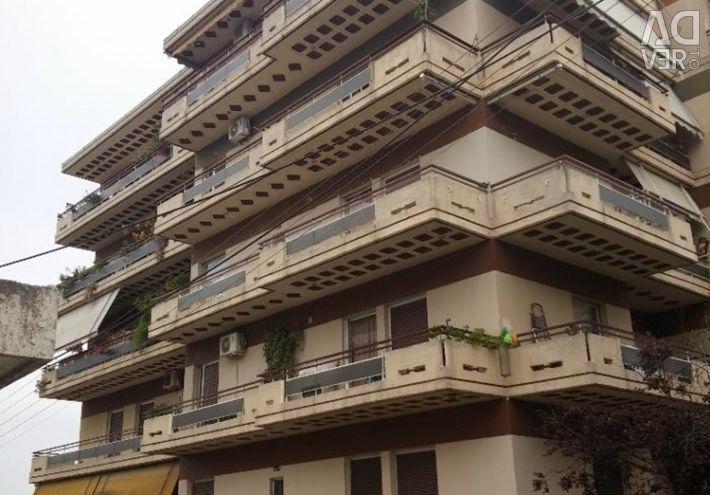 Α διαμέρισμα 5ου ορόφου (4 δωμάτια, 2 μπάνια), με