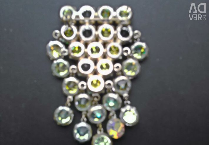 Brooch with pendants made of Czech glass (28 stones).