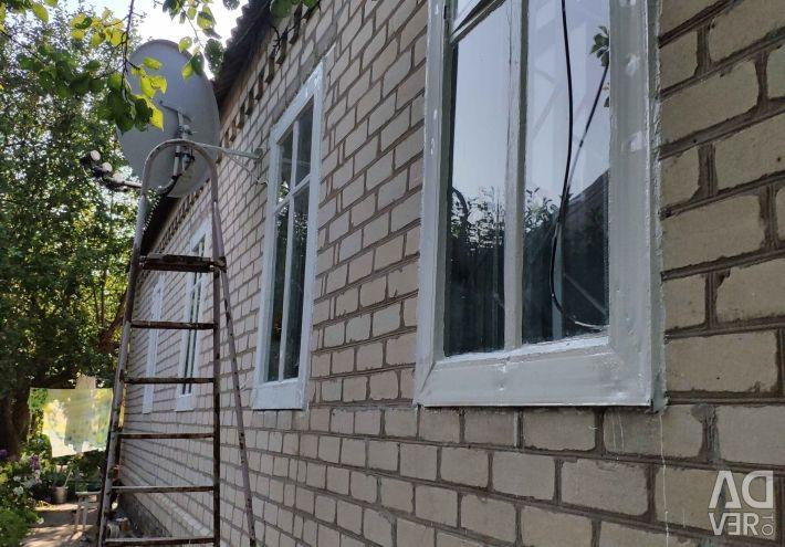 I will sell the brick house of 6 hundred parts the village of Maryevka