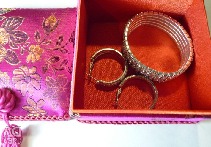 Bracelet and earrings in a gift box