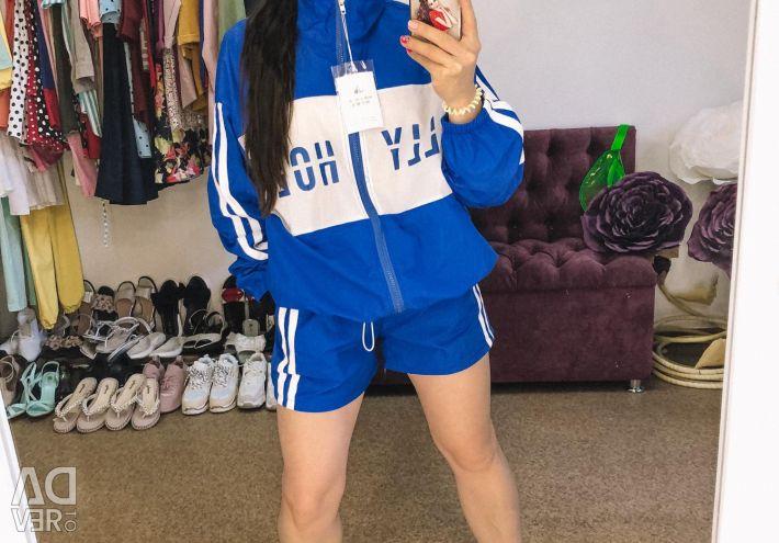 Pantaloni scurți și haine sport