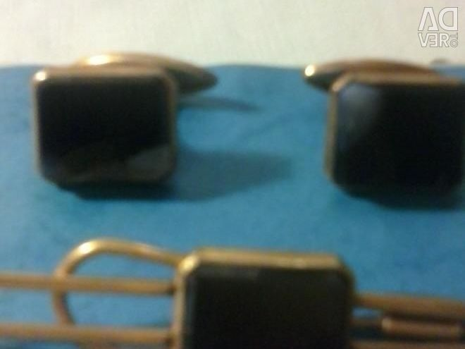 Sets of cufflinks and tie pins