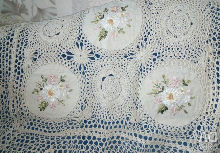 Knitted tablecloth