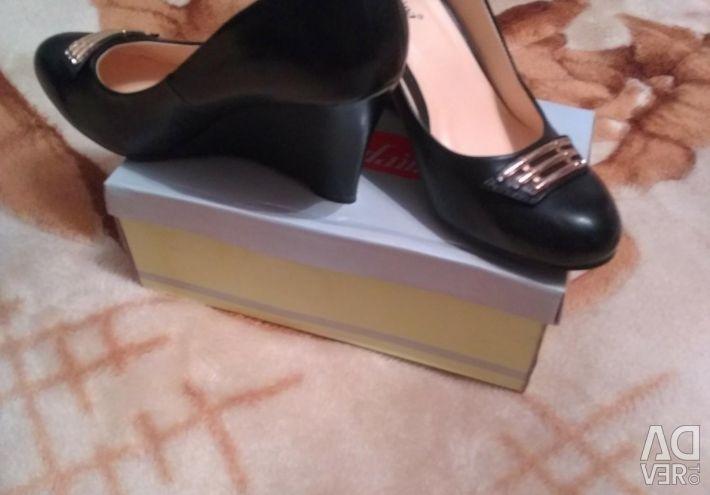 Yeni ayakkabılar 40r.